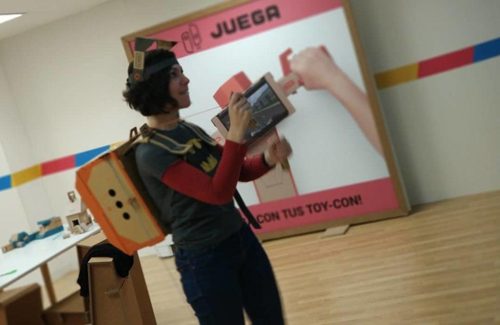 Juls divertida con ToyCon Robot