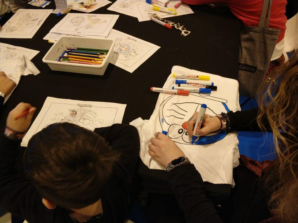 Pintando camisetas de Doraemon en Heroes Manga
