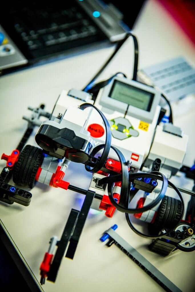 Robots comercializados para enseñar robótica a niños y adolescentes
