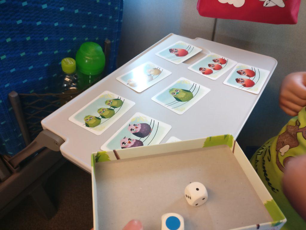 Juegos de mesa improvisados de viaje