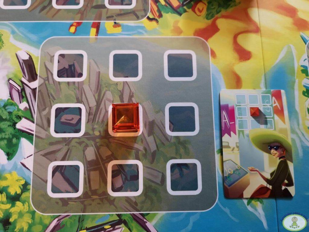 jugando una carta poniendo un bloque en el tablero