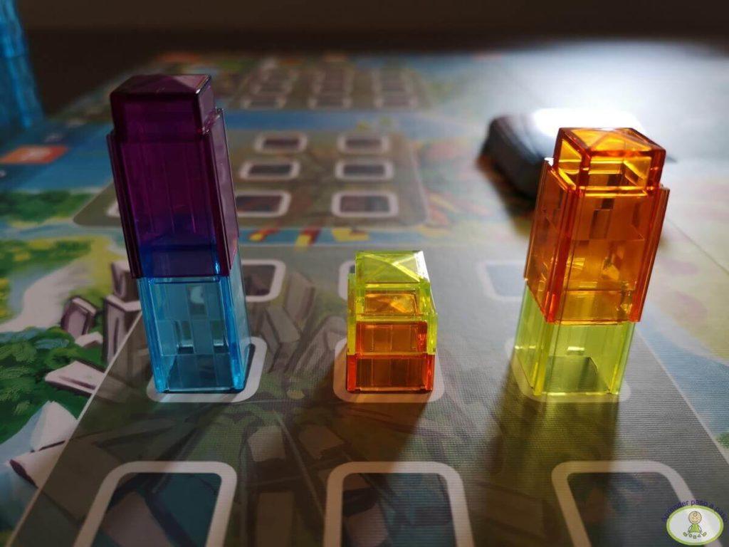 cómo se pueden colocar los edificios sobre otro jugador en juego de mesa Manhattan