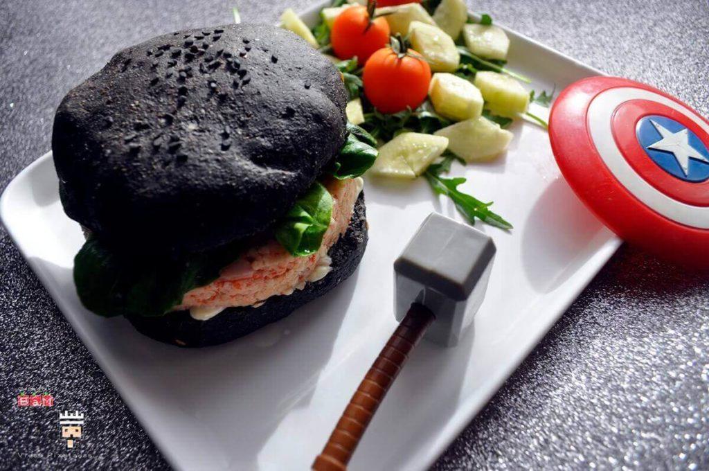 hamburguesa negra Viuda Negra comida rápida de los Vengadores