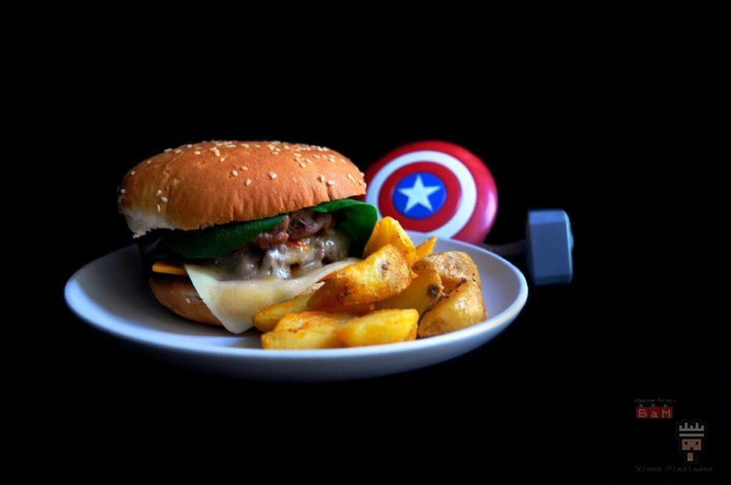 Hamburguesa doble de la CApitana Marvel Cocina Friki con Los vengadores