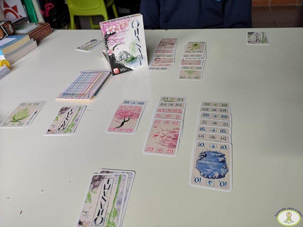 en el despacho jugando a Ohanami
