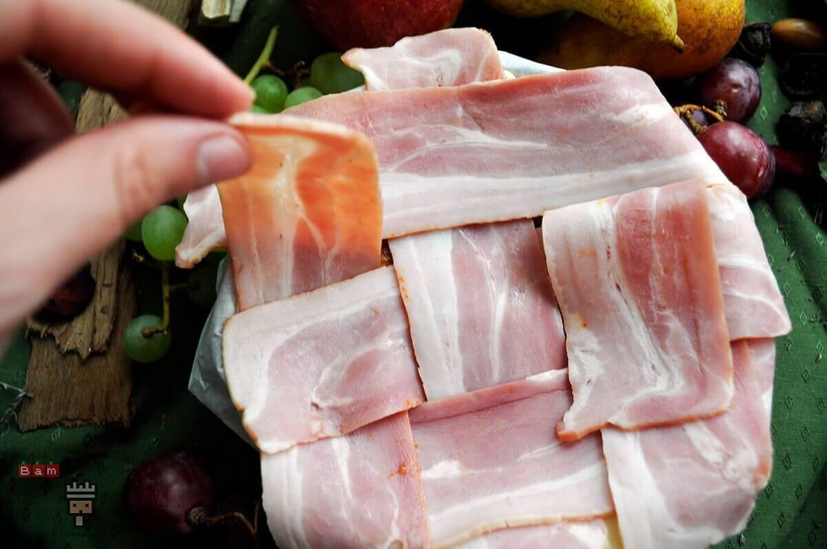 tiras de bacon en el pastel de carne de Arya Stark