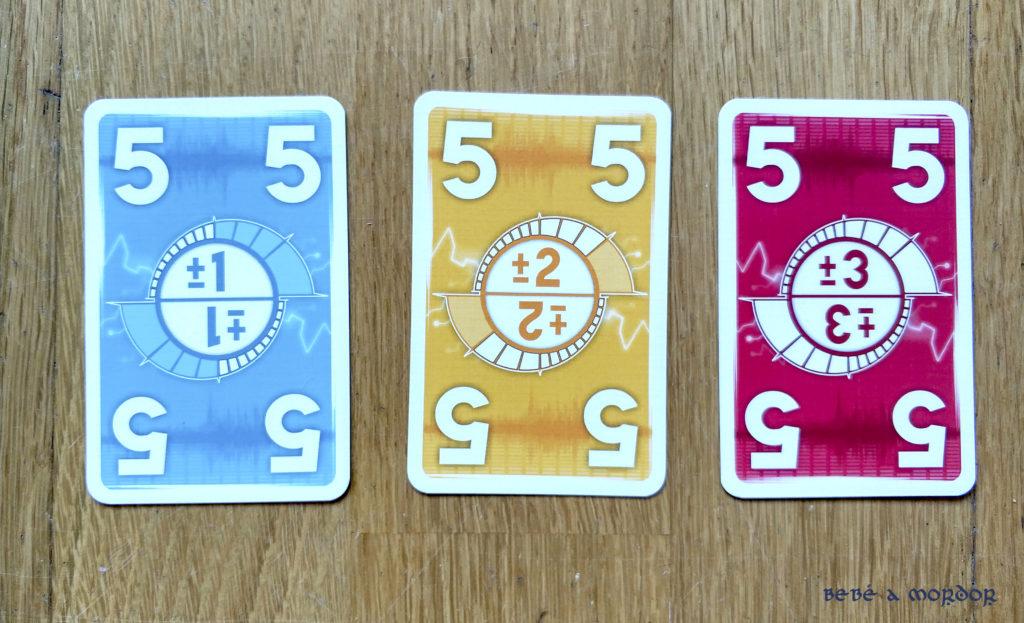 cartas azul amarilla y roja Alto Voltaje