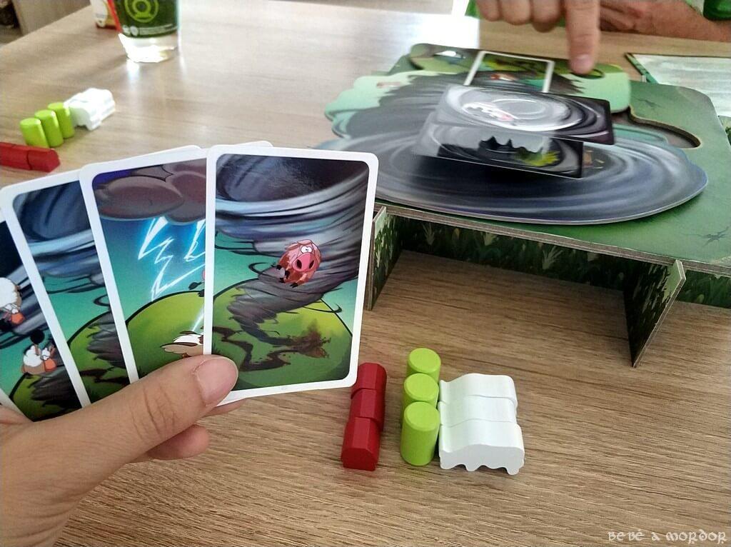 tipos de cartas Tornado Ellie cómo se juega
