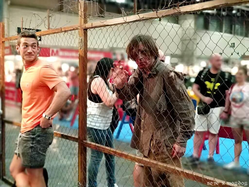 zombie en Heroes Comic Con zona Fox