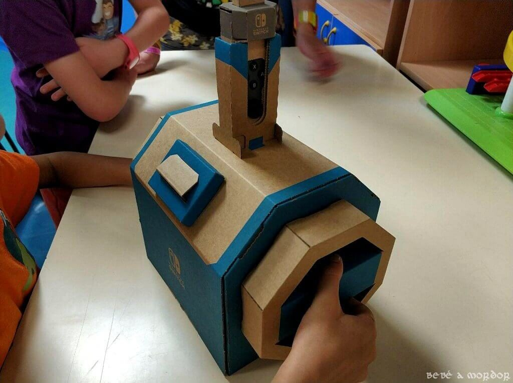 niños jugando Nintendo Labo submarino vehículos