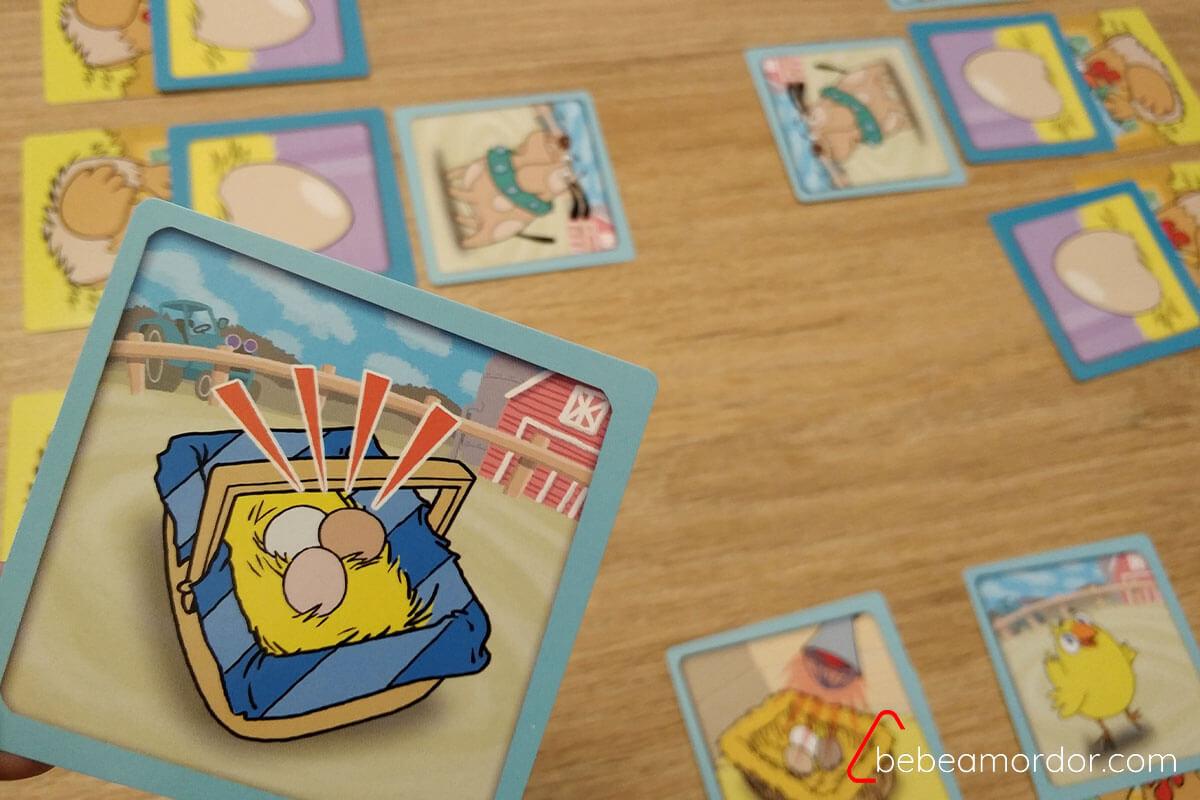 carta de cesta de huevos acercándose a la mesa de juego