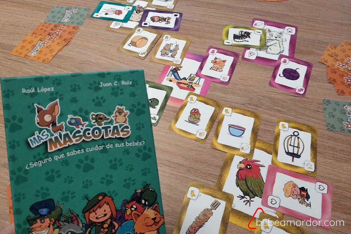 juego Más Mascotas con muchas cartas de fondo
