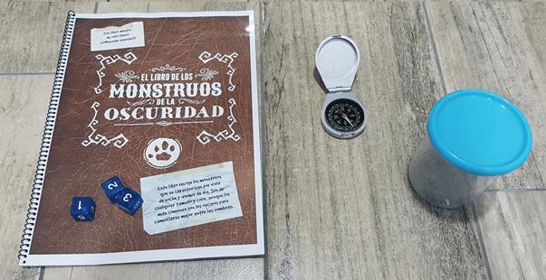 Libro de Monstruos PDM y brujula
