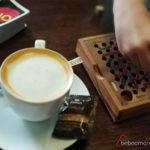 juego de escaleras y serpientes, UNO y un café
