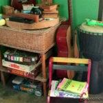 rincón con juegos y libros e instrumentos en Miranda's Cafe con niños