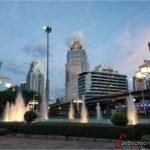 Bangkok moderno frente al parque Lumphini