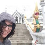 selfie delante del templo Blanco en Krabi