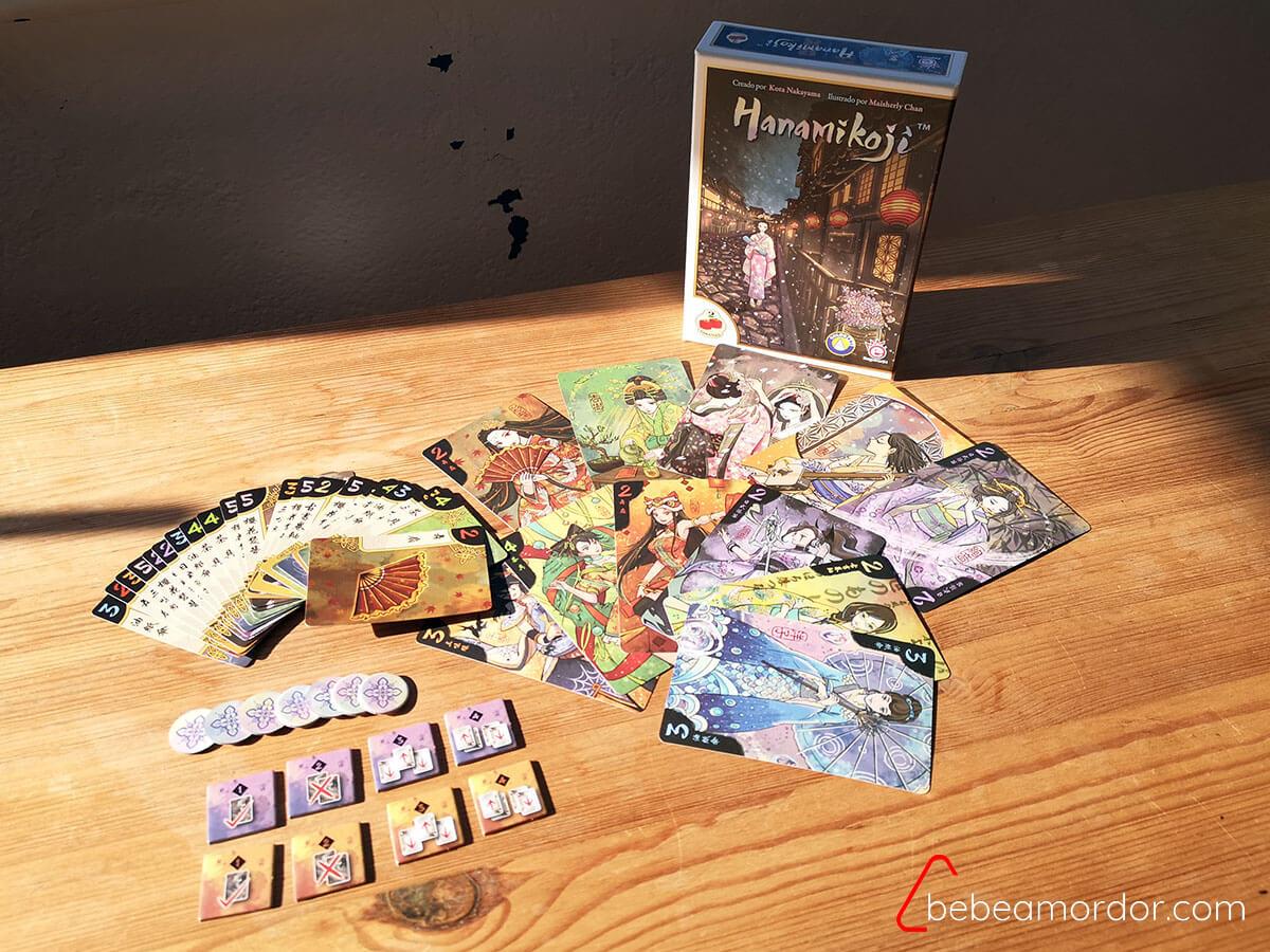Componentes juego Hanamikoji.