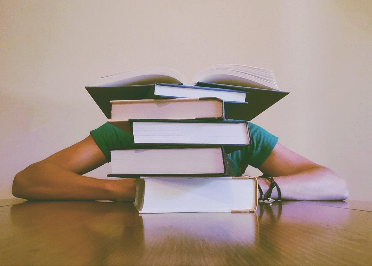 castigar a leer a un niño o adolescente