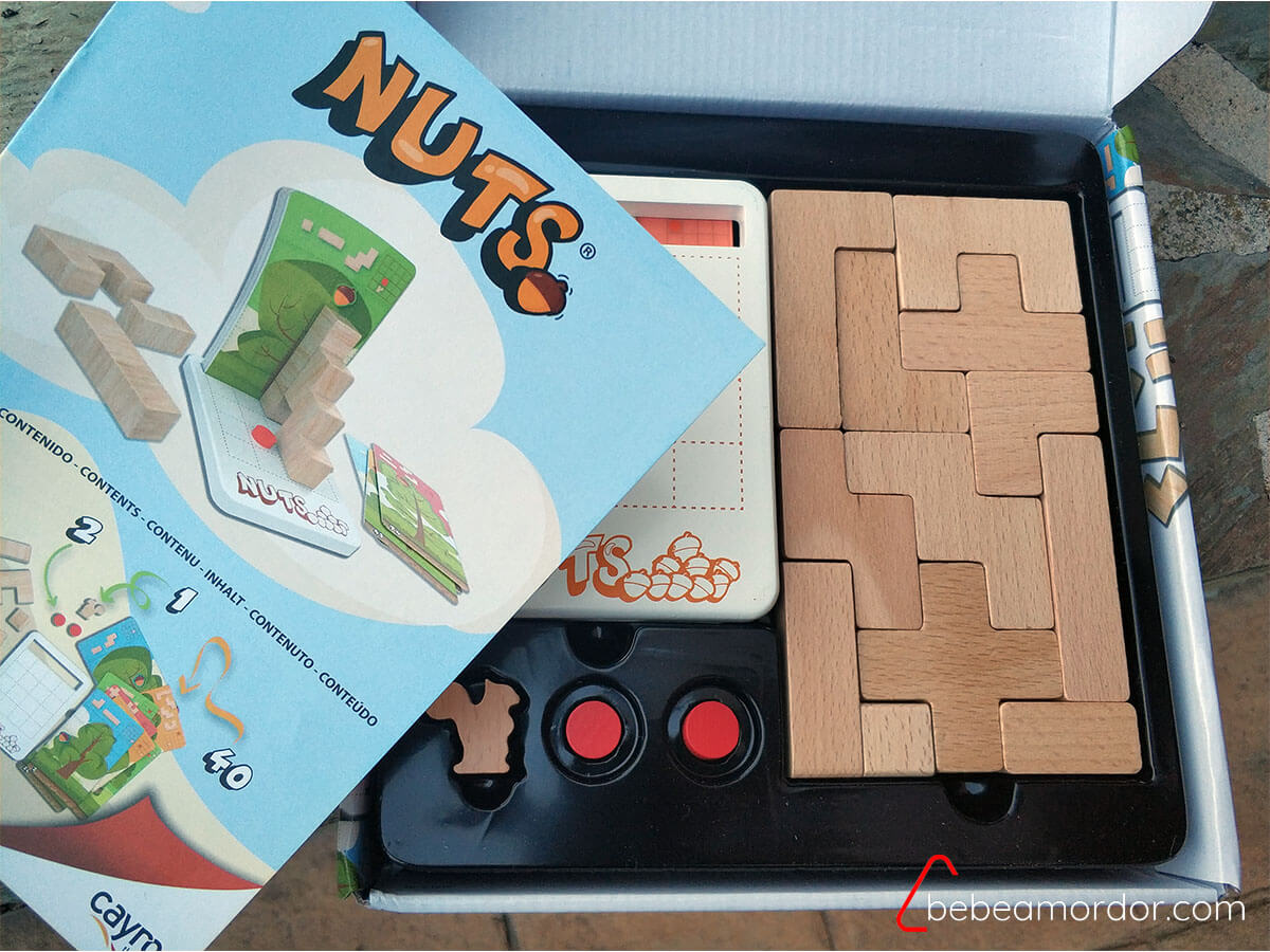 Componentes juego de mesa NUTS de Cayro.