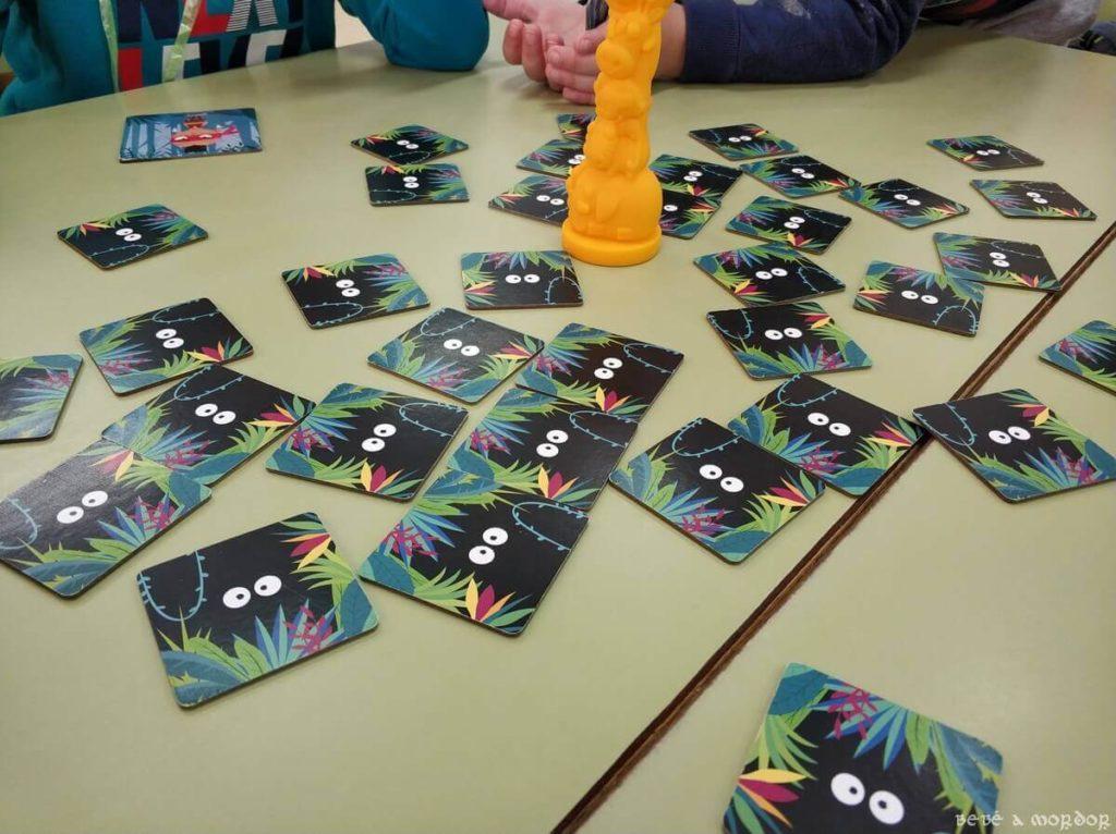 mesas de clase con juego Jungle Speed Kids