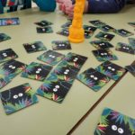 mesas de clase con juego Jungle Speed Kids