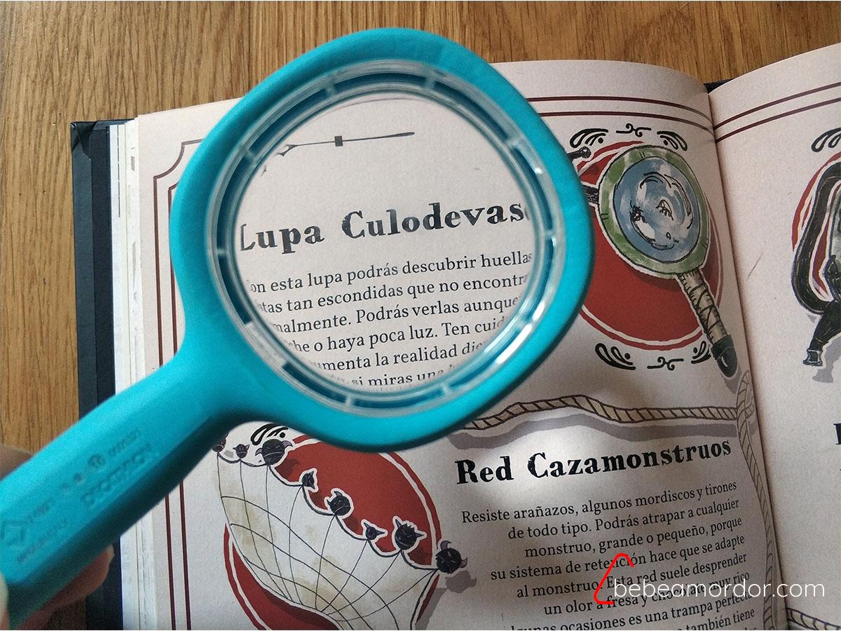 Lupa culodevaso herramienta para partidas de Pequeños Detectives de Monstruos.