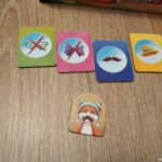 Razonamiento lógico para niños con este juego de mesa con fichas y silogismos