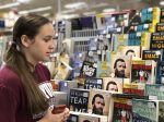 teen-girl-shopping-for-a-new-book-to-read_t20_lonKWQ
