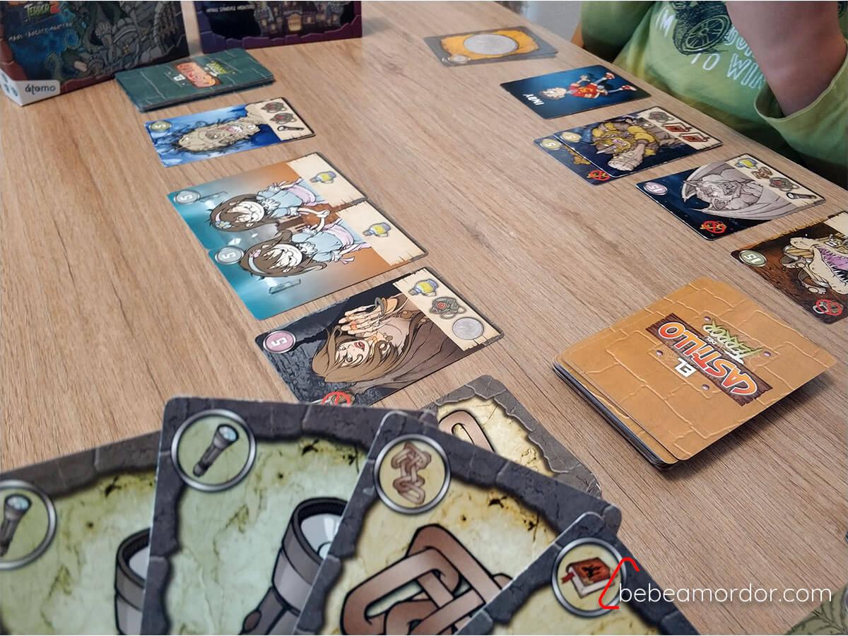 jugando cartas expansión castillo del terror