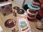 FOTO_6_-_jugando_a_Cakes_de_Átomo