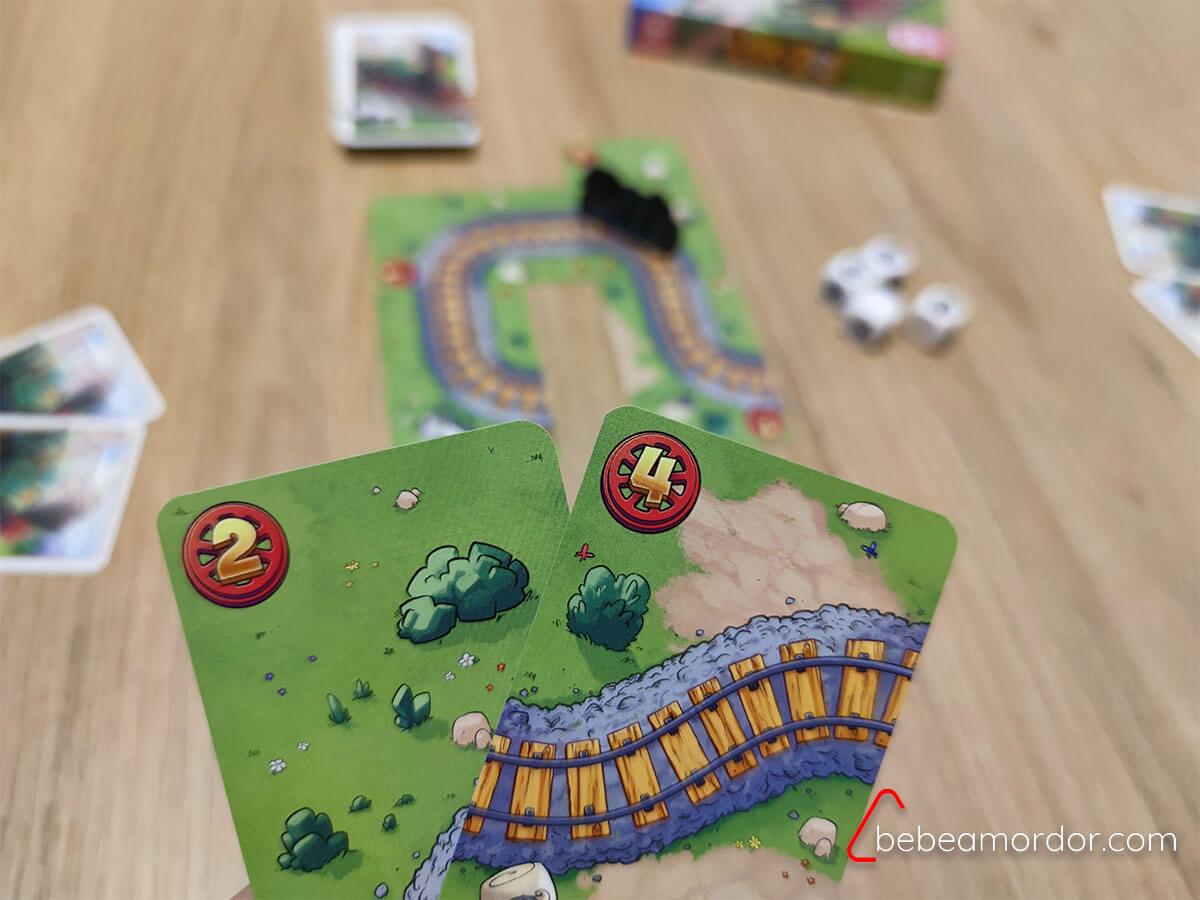 Preparación de la partida en juego de trenes para niños