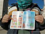 FOTO_3_(tapar_cara_de_niño_y_parte_de_la_derecha_del_pasaporte_donde_se_ven_las_pegatinas)