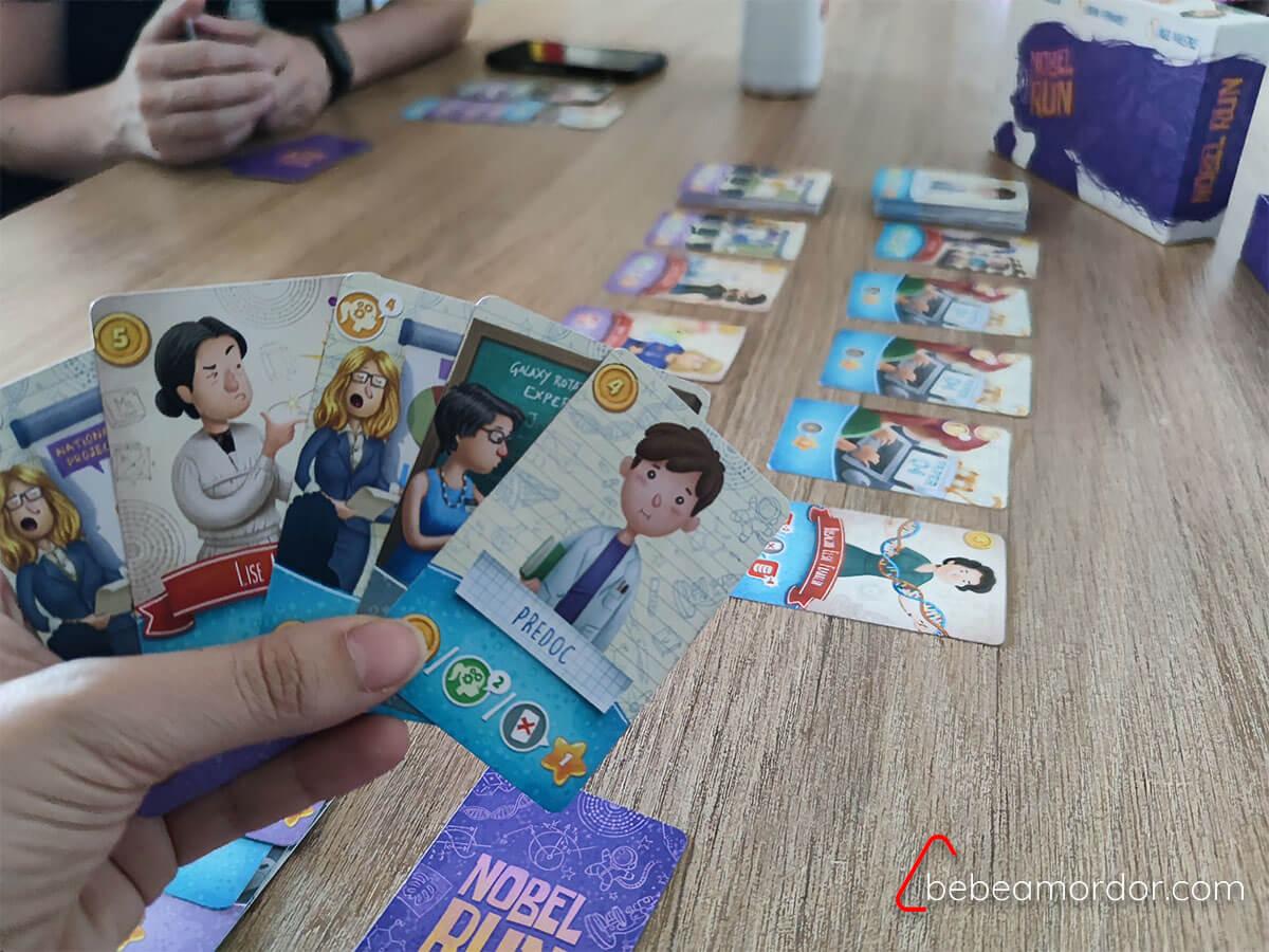 jugando a Nobel Run juego de mesa