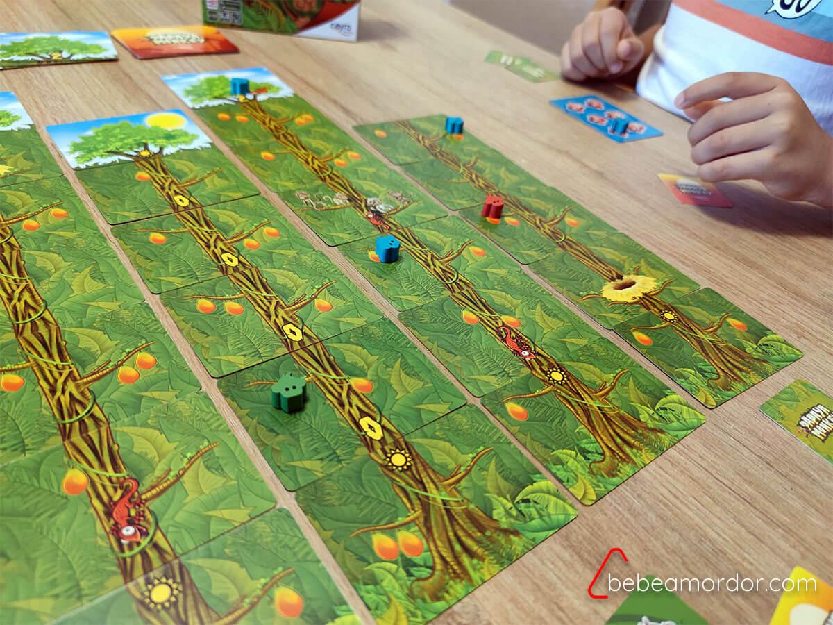 Jugando a Papaya monkey