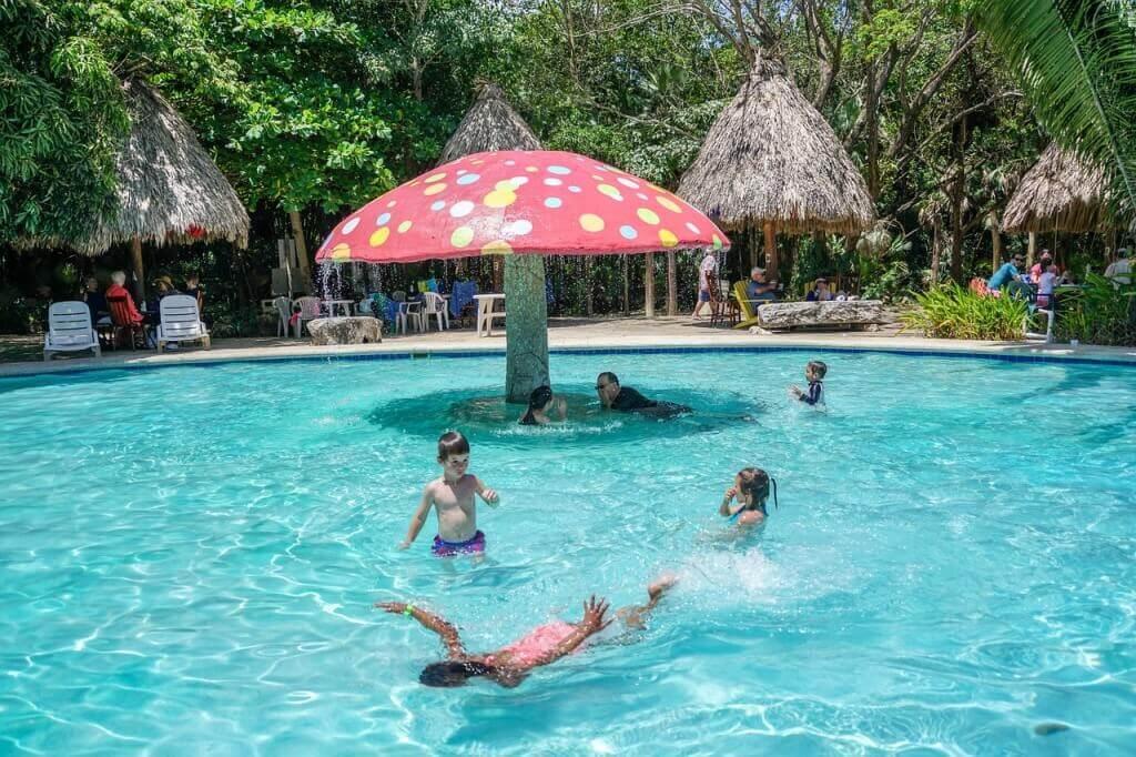 Juegos de mesa piscina playa